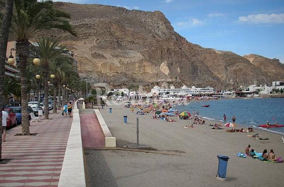 Desde mediados de julio, los niños disfruran la casa en Aguadulce, Almería